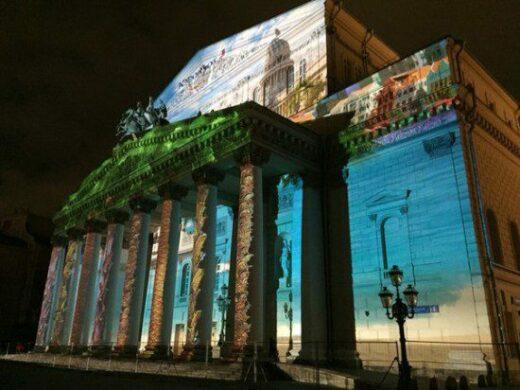 Погода перестала радовать москвичей и гостей столицы, но времени грустить нет, поскольку в Москве сейчас проходит много интересных мероприятий. Возглавляет их, безоговорочно, пятый фестиваль «Круг Света». Он ежегодно проводится в первый месяц осени, и 2015 год не стал исключением.