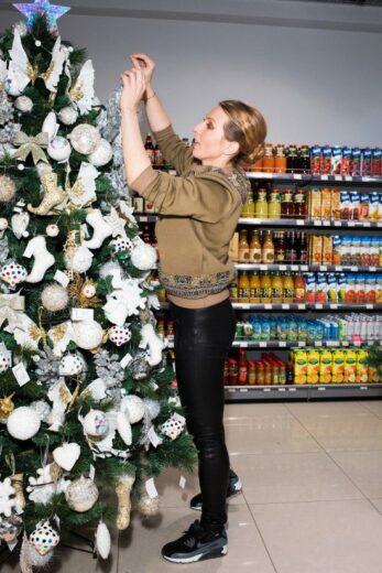 Яна Чурикова поддержала новогоднюю благотворительную акцию «Азбуки Вкуса» и Фонда «Подари Жизнь»