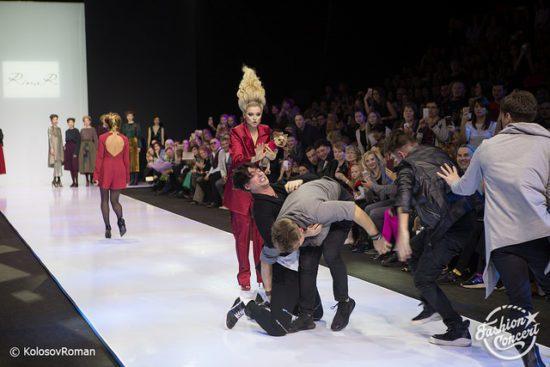 Эмоции переполняют актрису Ирину Чериченко и других участников Moscow Fashion Week
